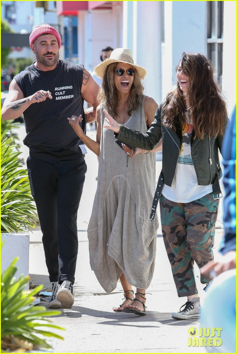 halle berry is in a great mood after lunch with her friends 01