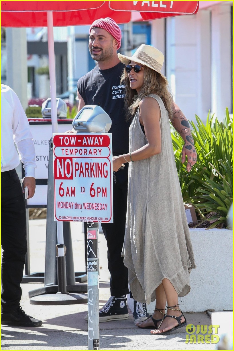 halle berry is in a great mood after lunch with her friends 03