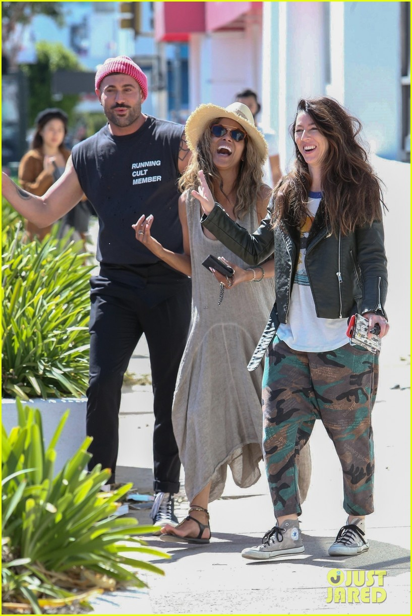 halle berry is in a great mood after lunch with her friends 05