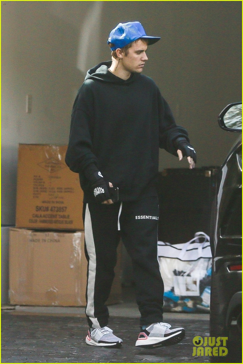 justin bieber stays in shape with a boxing workout in hollywood 02