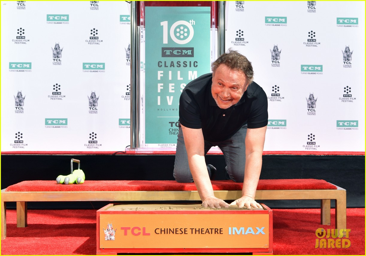 billy crystal hand and foot ceremony hollywood 104272085