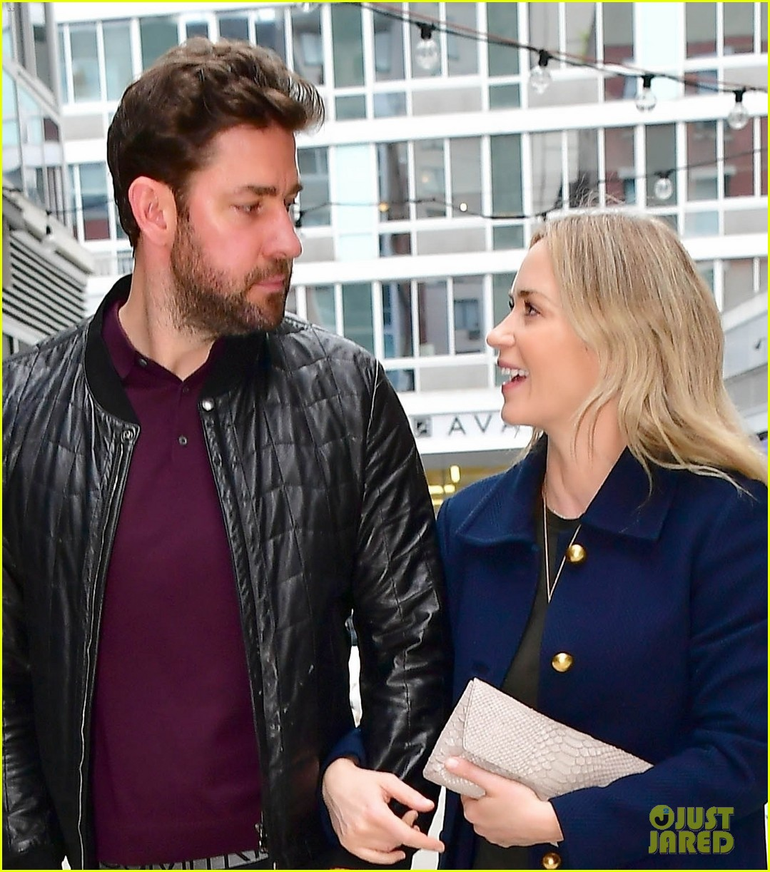 emily blunt john krasinski couple up date night 01