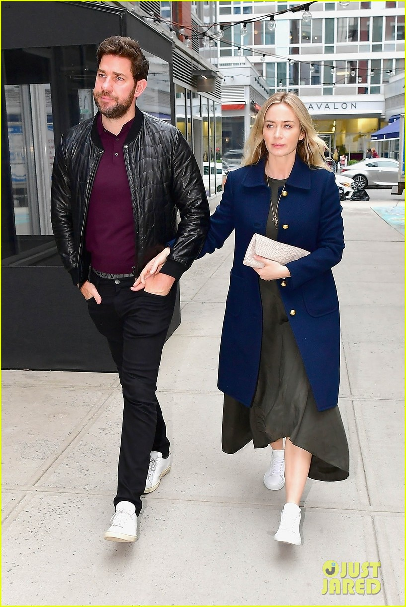 emily blunt john krasinski couple up date night 02