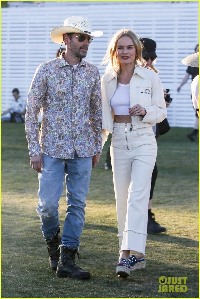 kate bosworth michael polish hold hands at coachella 014272761