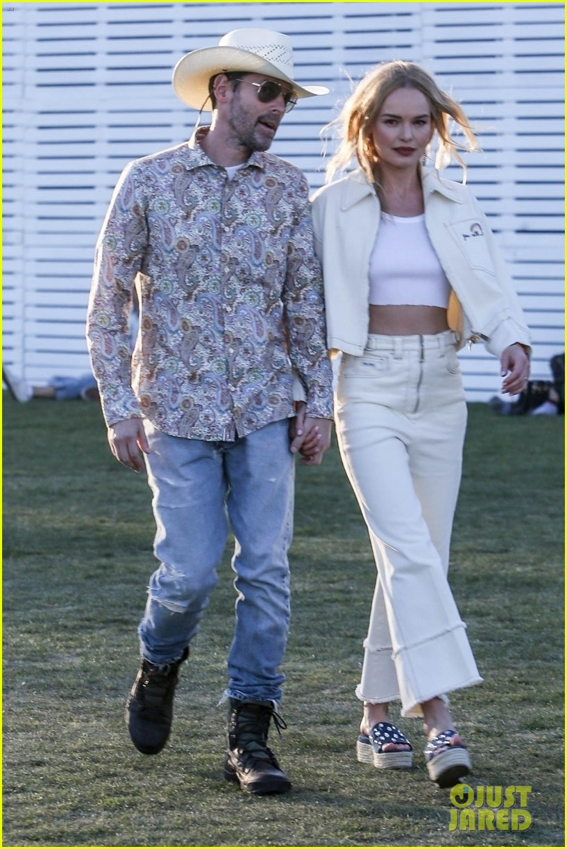 kate bosworth michael polish hold hands at coachella 034272763