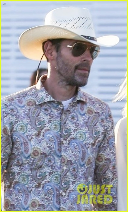 kate bosworth michael polish hold hands at coachella 044272764
