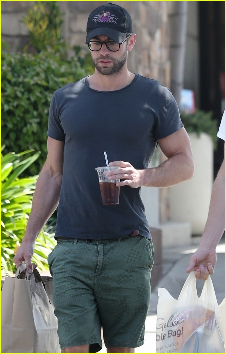 chace crawford grabs groceries with a friend 01