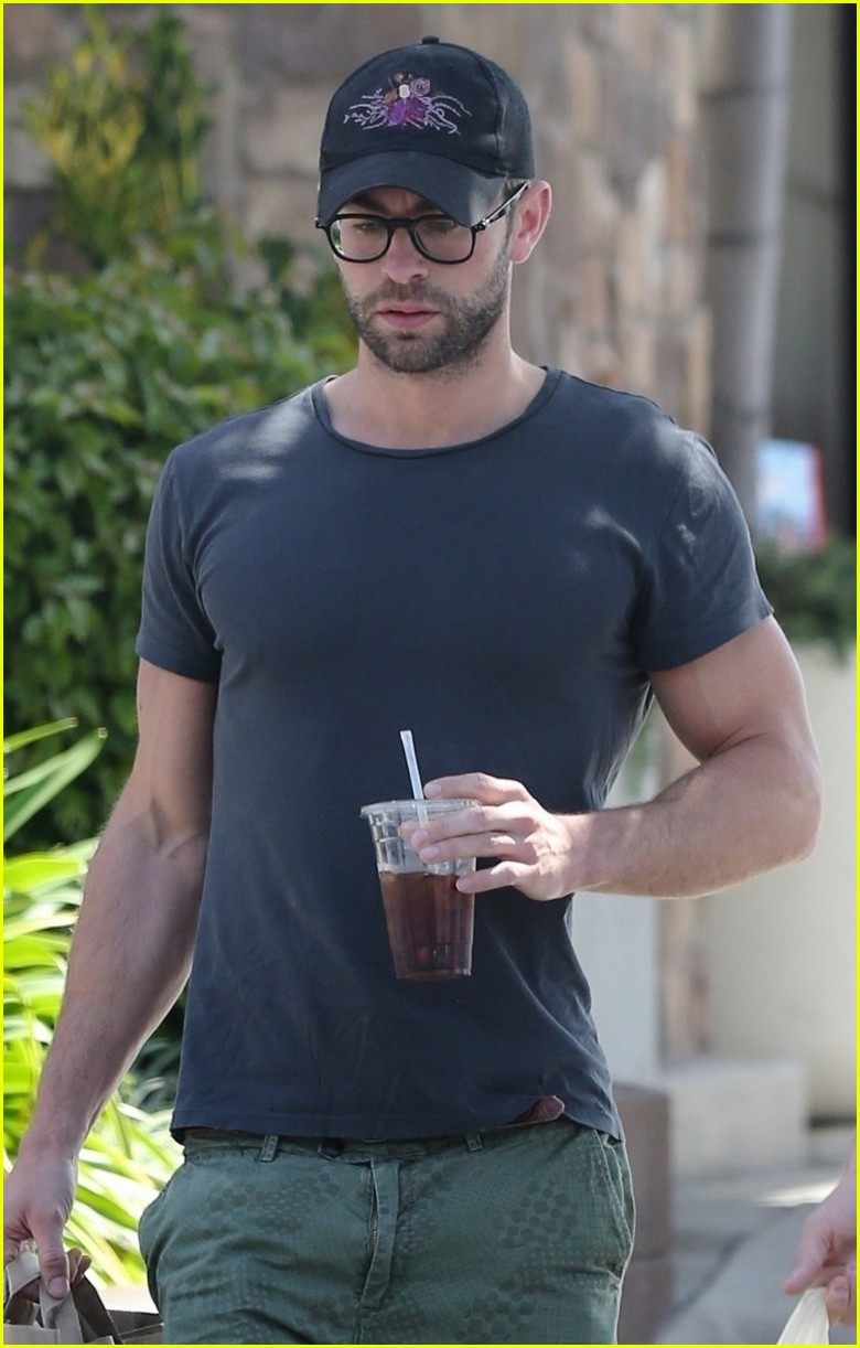 chace crawford grabs groceries with a friend 03