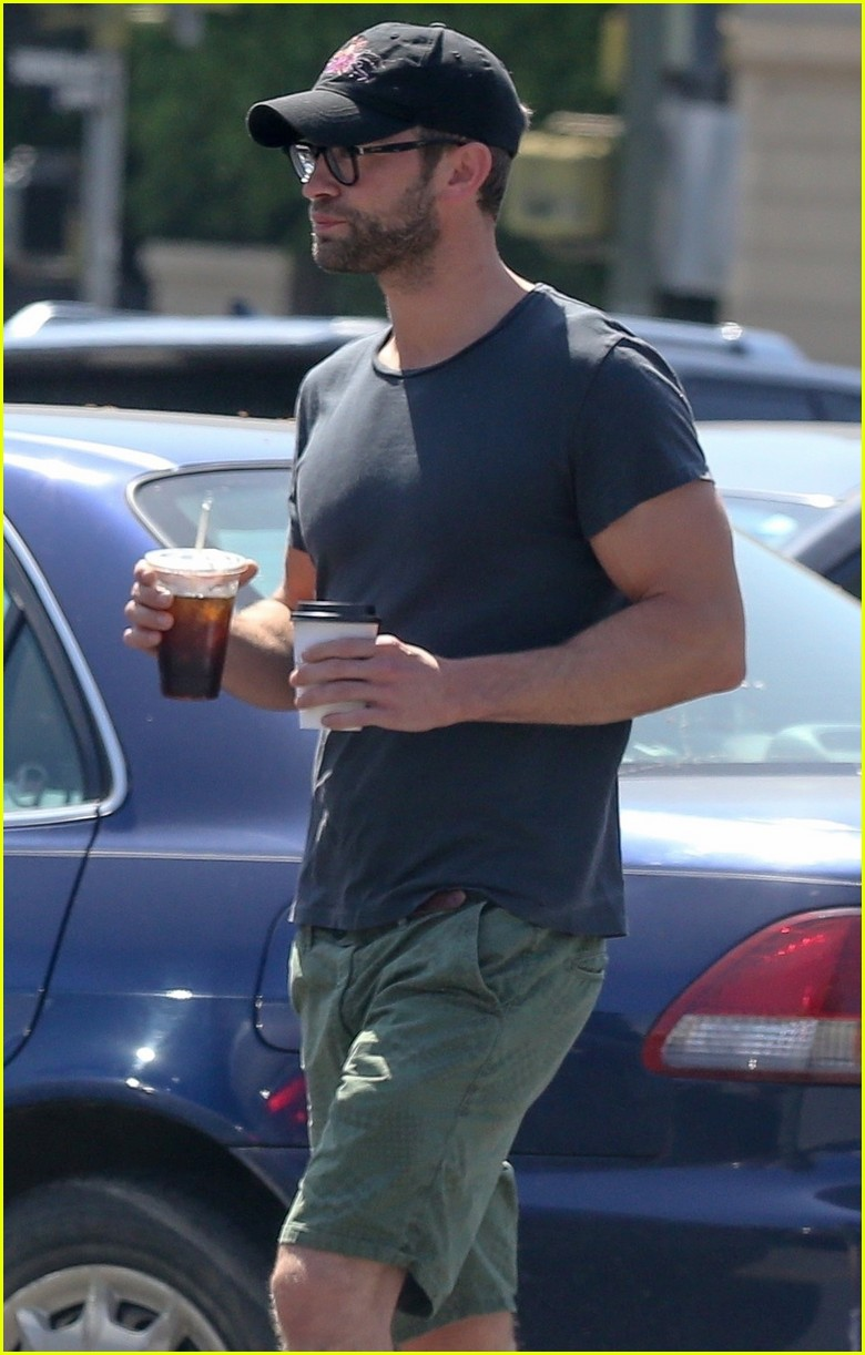 chace crawford grabs groceries with a friend 05