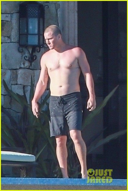 channing tatum goes shirtless during vacation 01