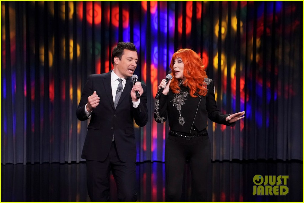 cher turns tonight show into the cher show plays lip sync karaoke 03
