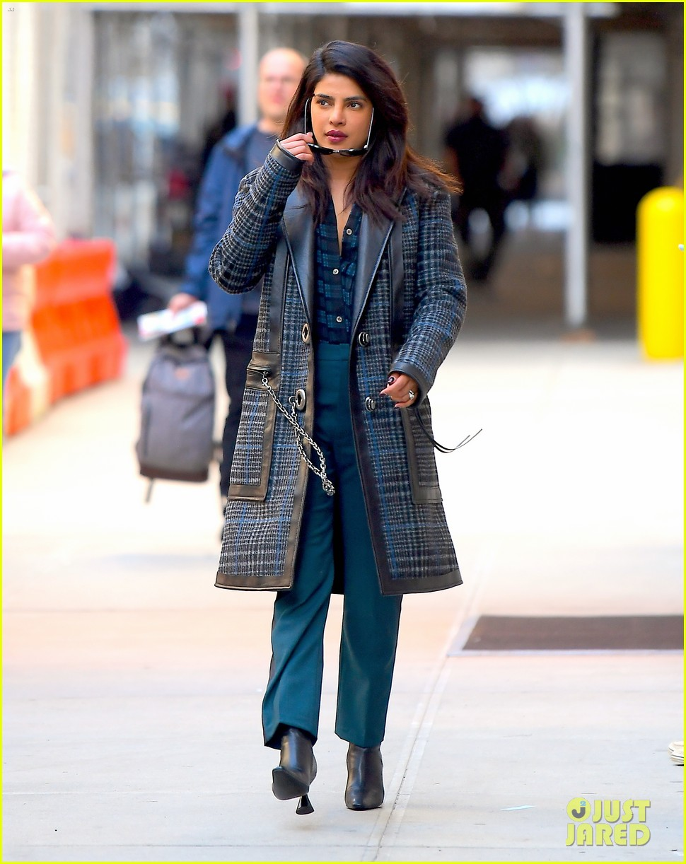 priyanka chopra steps out in nyc after night out with jonas brothers 01