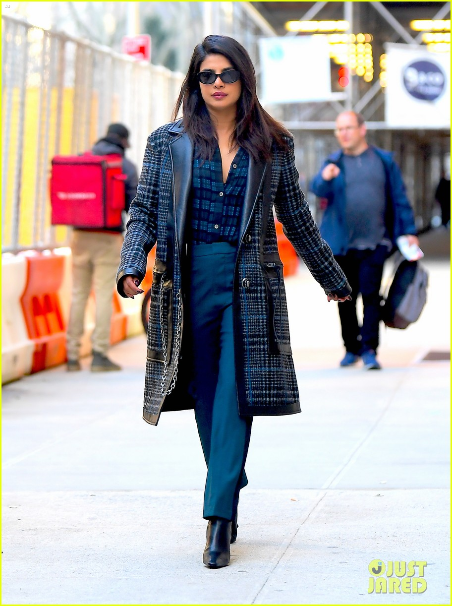 priyanka chopra steps out in nyc after night out with jonas brothers 05