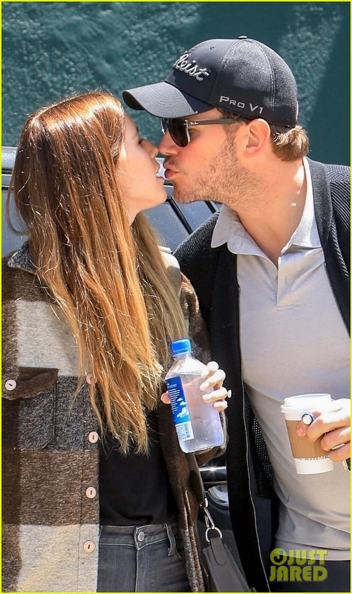 chris pratt katherine schwarzenegger share a kiss in weho 02