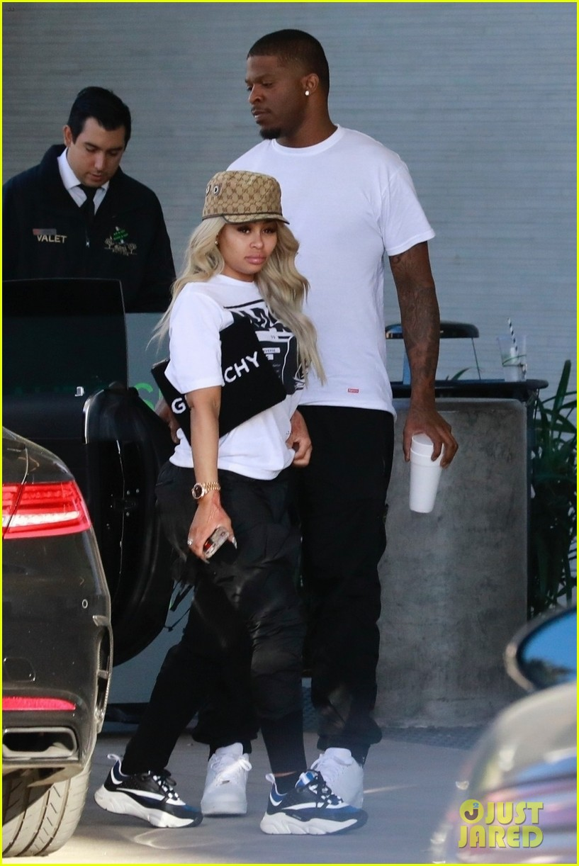 blac chyna does some shopping in calabasas 04