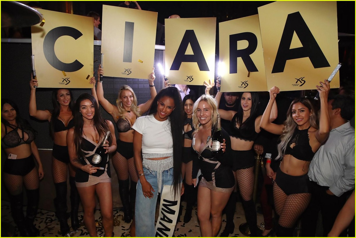 ciara husband russell wilson cheers her on vegas 11