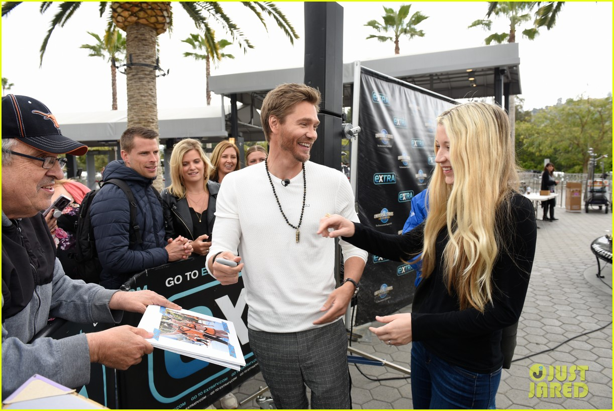 chad michael murray at extra with sarah roemer 034274071