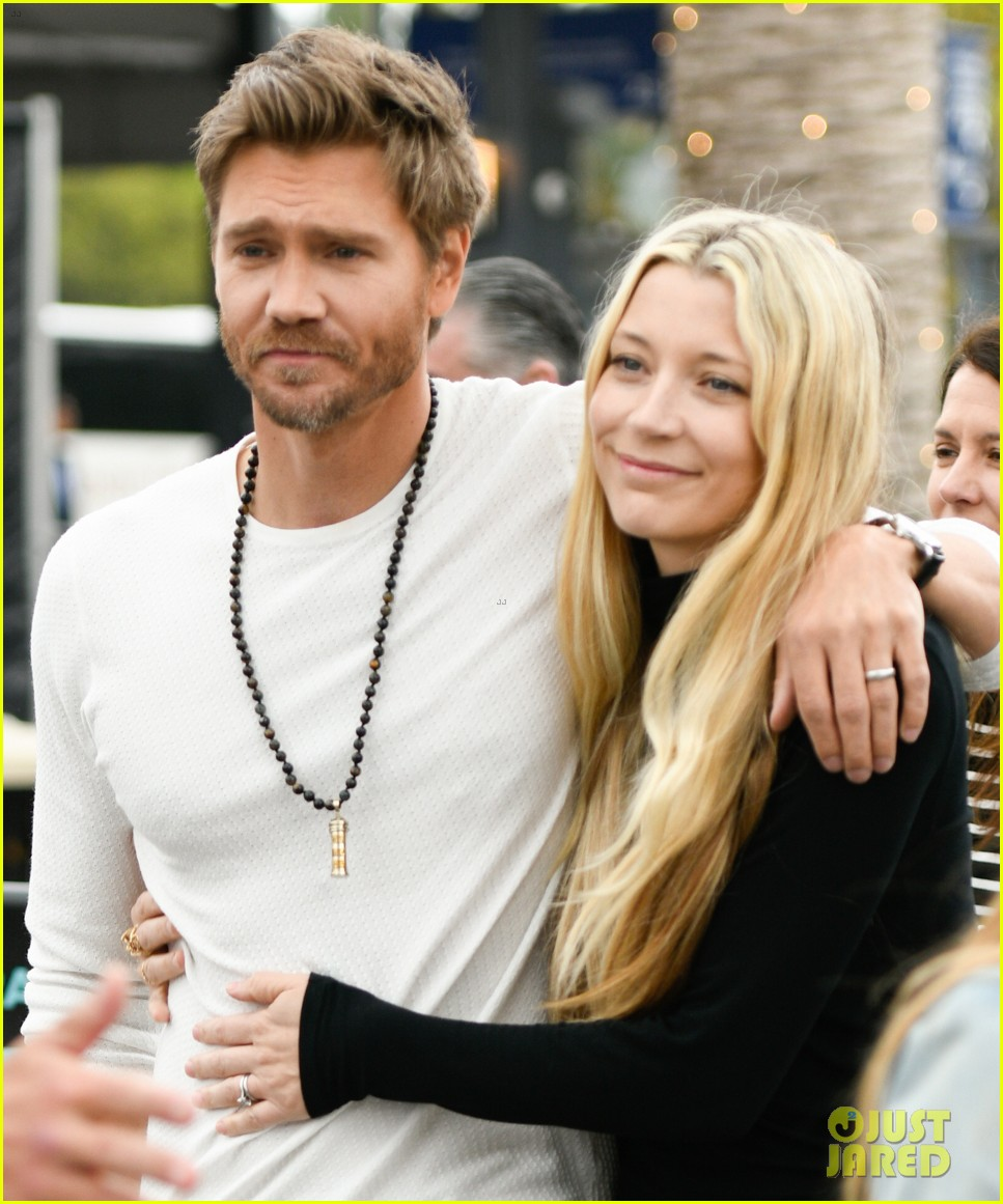 chad michael murray at extra with sarah roemer 044274072