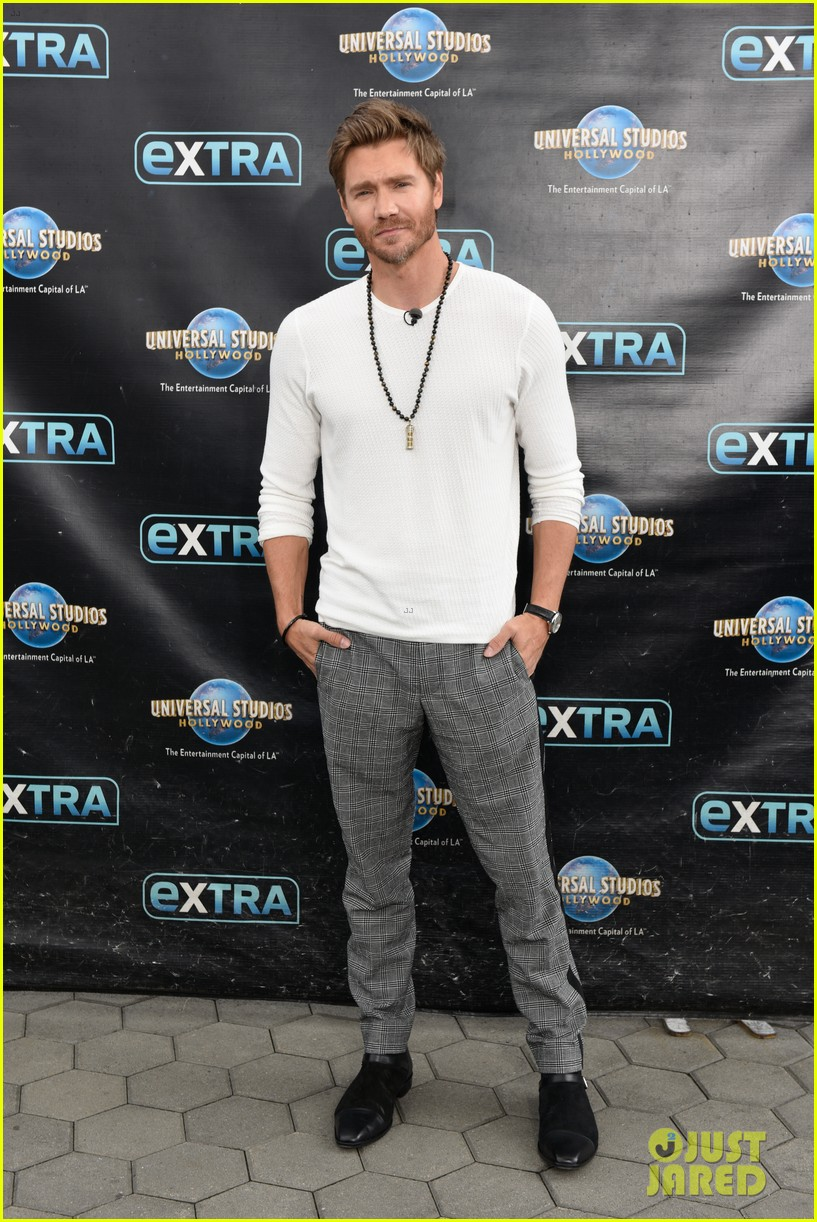 chad michael murray at extra with sarah roemer 054274073