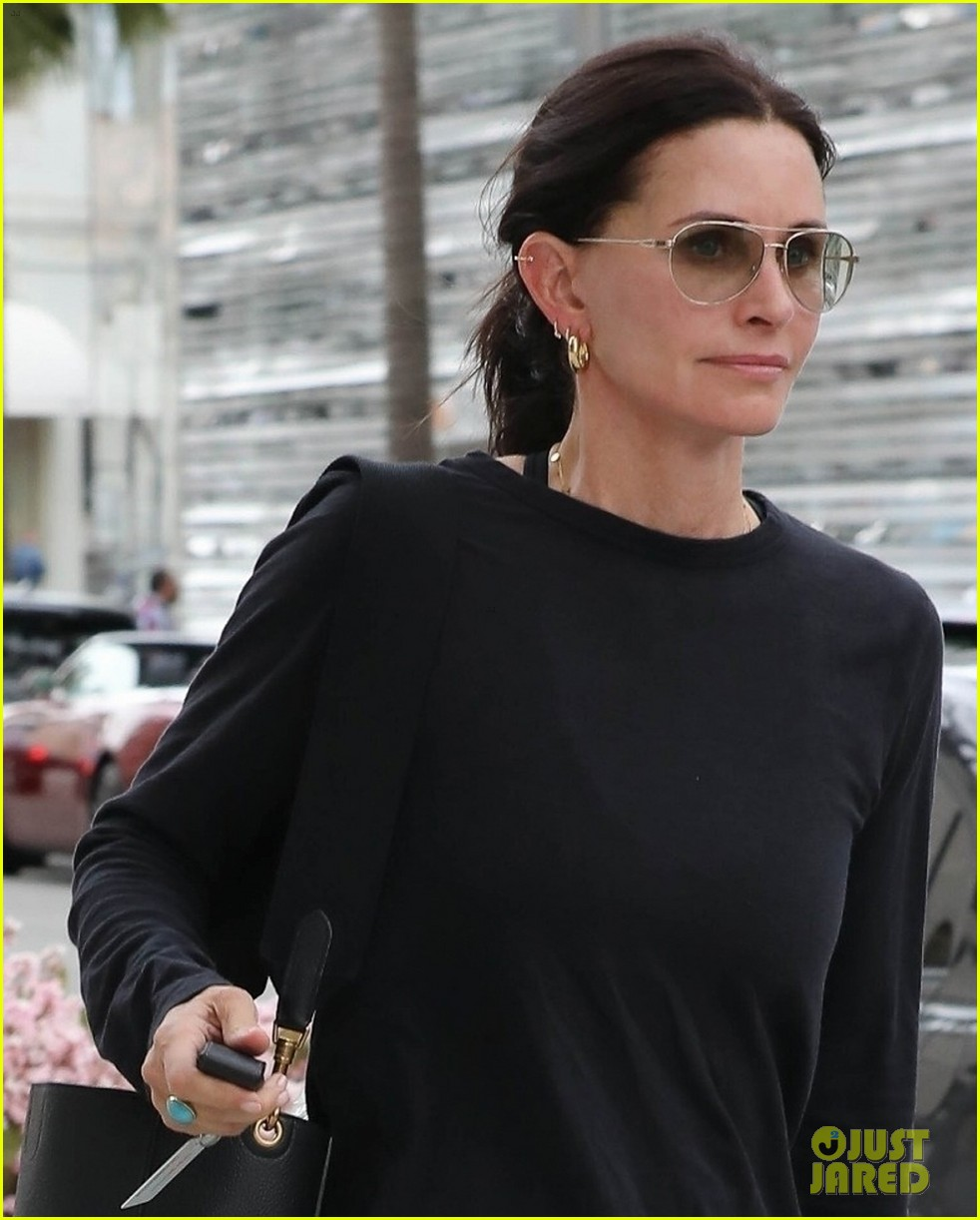 courteney cox and daughter coco spend spring break in the bahamas 02