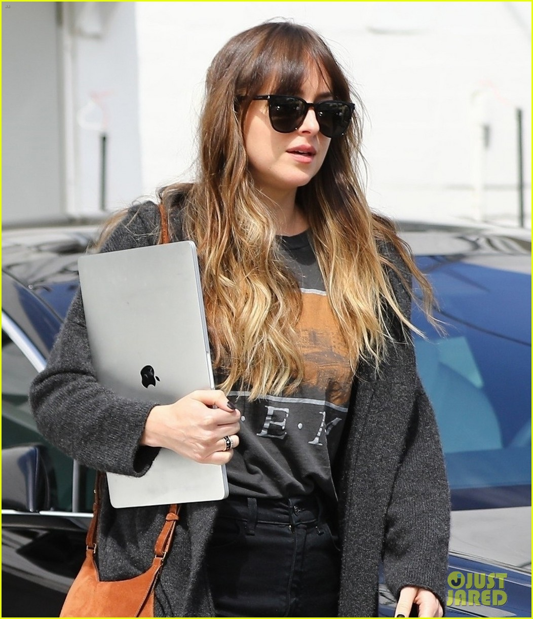 dakota johnson leaves the salon with her laptop 01