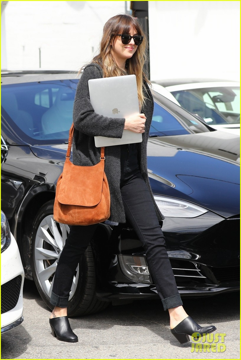 dakota johnson leaves the salon with her laptop 02