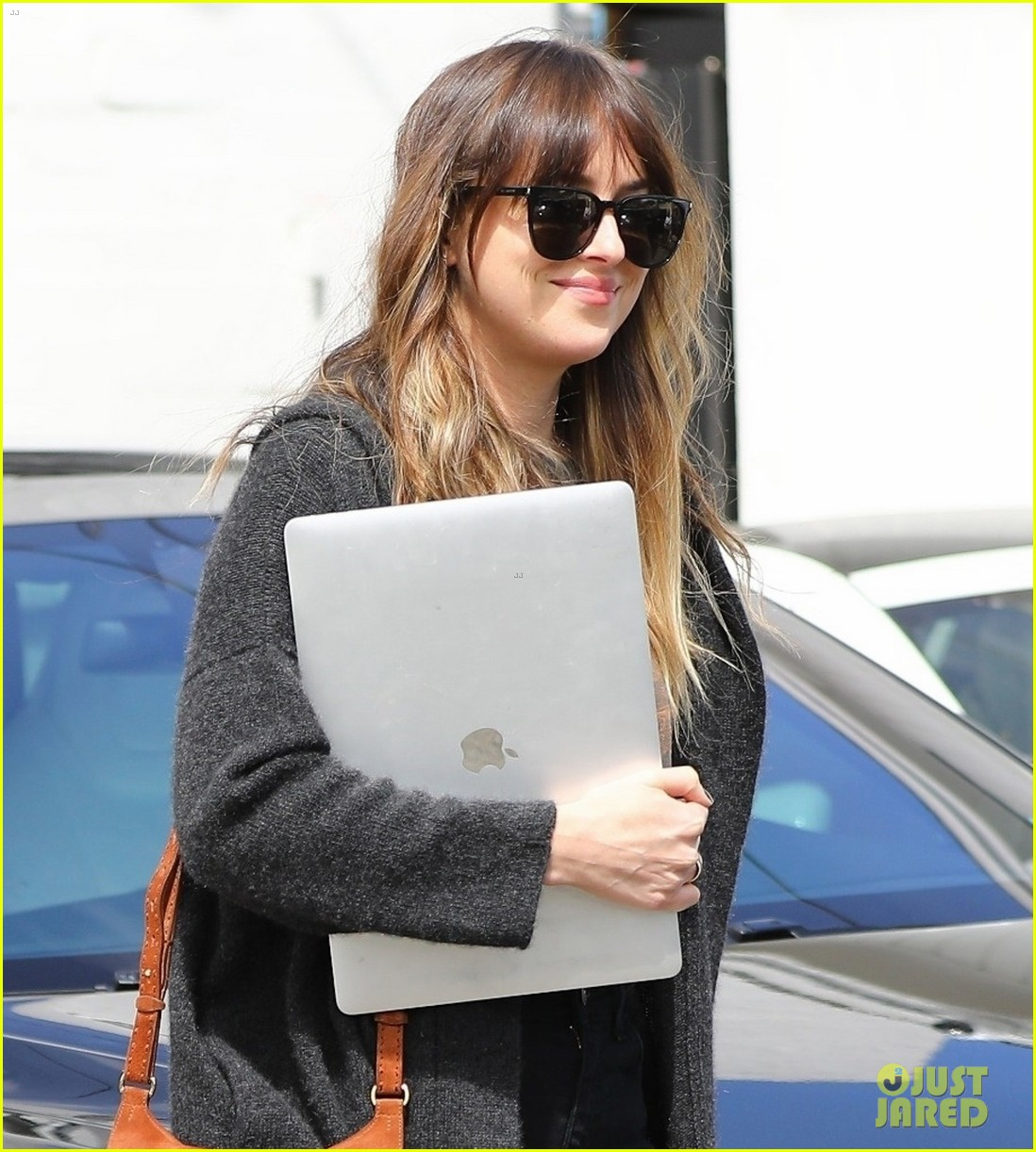 dakota johnson leaves the salon with her laptop 05