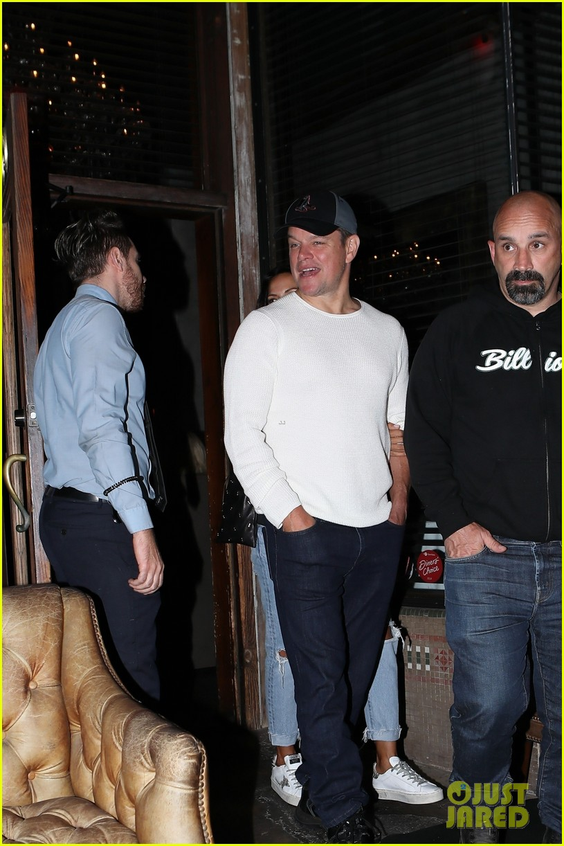 matt damon chris hemsworth double dates with wives 294277031