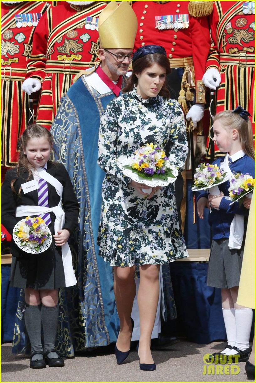 queen elizabeth joined by princess eugenie for easter coin ceremony 02