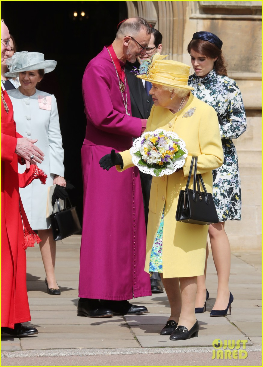 queen elizabeth joined by princess eugenie for easter coin ceremony 12