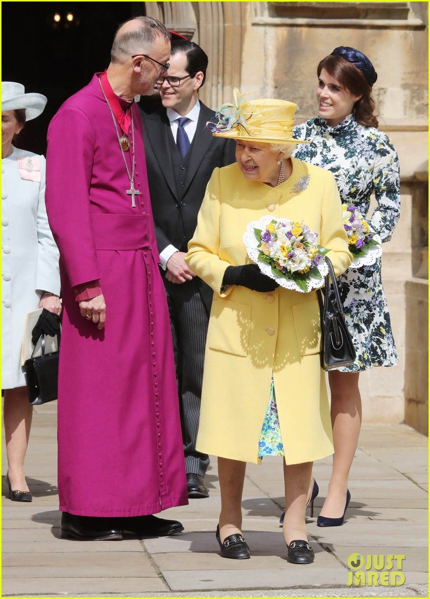 queen elizabeth joined by princess eugenie for easter coin ceremony 13