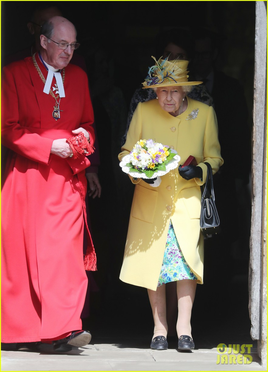 queen elizabeth joined by princess eugenie for easter coin ceremony 17