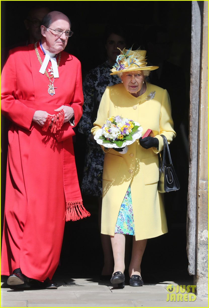 queen elizabeth joined by princess eugenie for easter coin ceremony 18