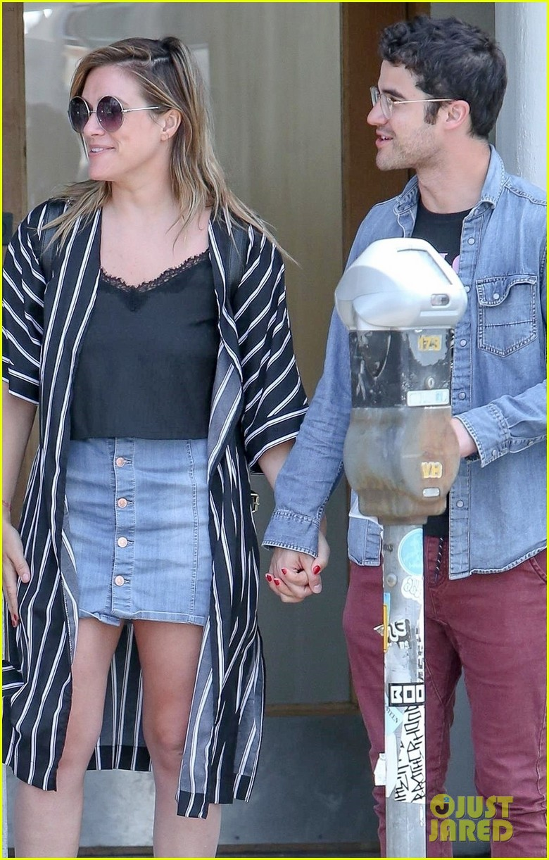 emma roberts meets up with darren criss for lunch 01
