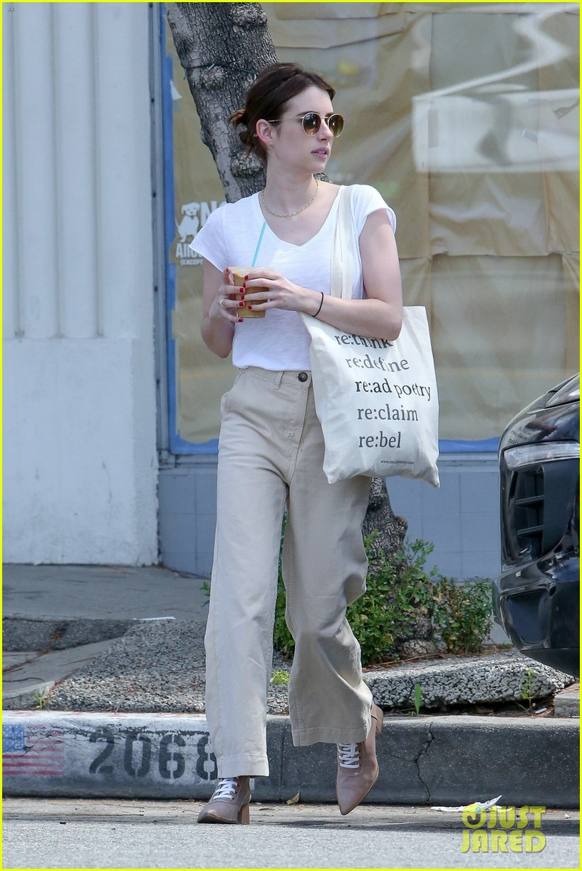 emma roberts meets up with darren criss for lunch 024269560