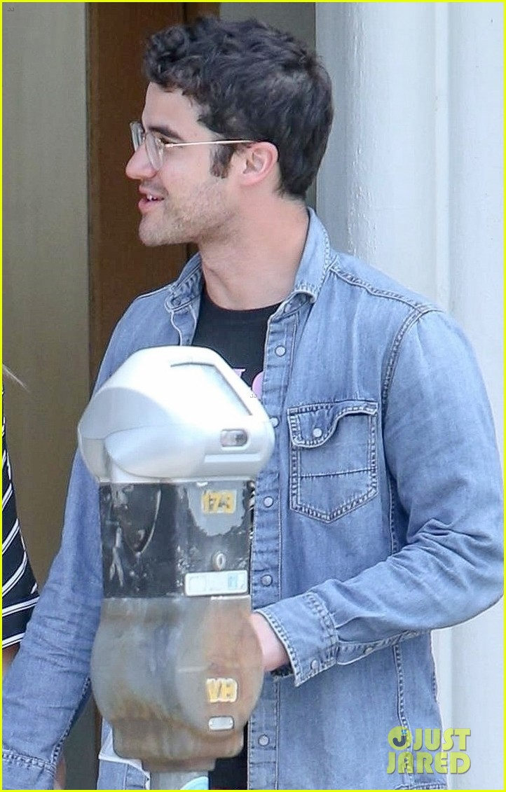 emma roberts meets up with darren criss for lunch 03