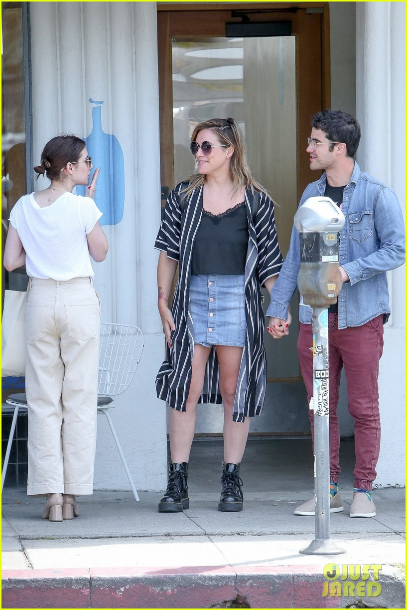 emma roberts meets up with darren criss for lunch 04