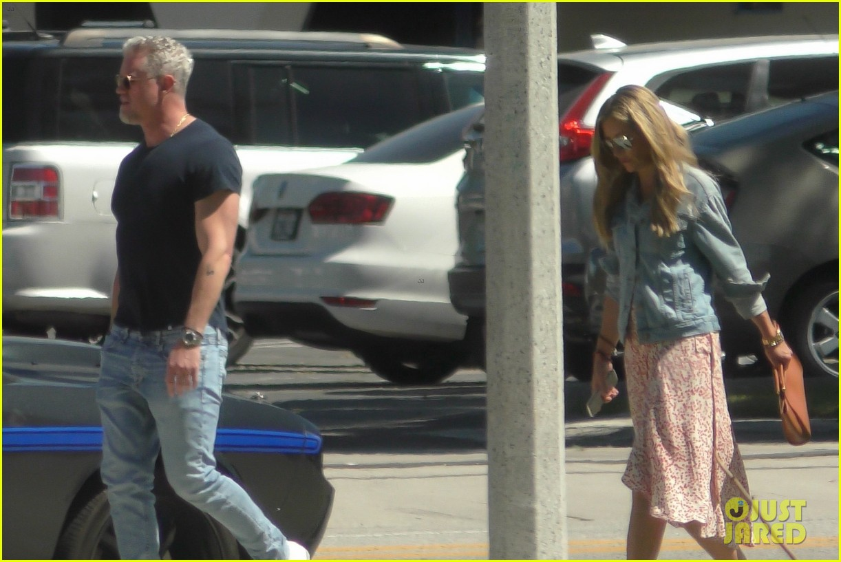 eric dane shows some muscle with rebecca gayheart 06