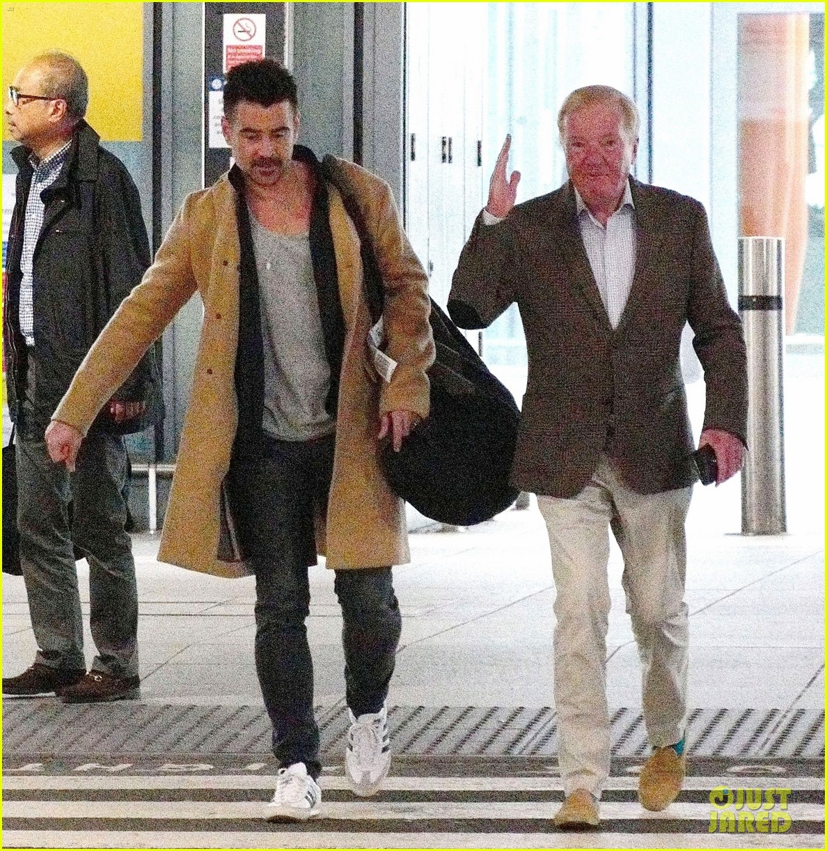 colin farrell arrives in london after promoting dumbo in la 05