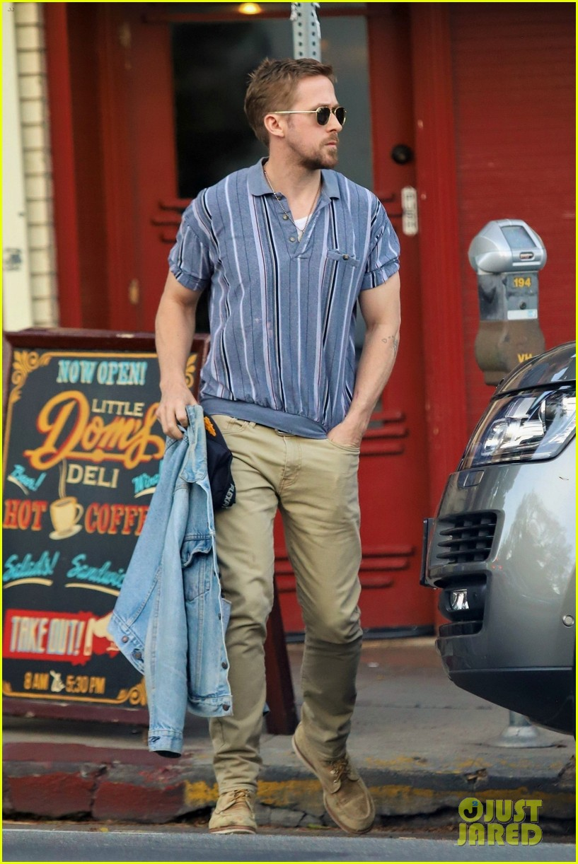 ryan gosling steps out for solo lunch in los feliz 034278023
