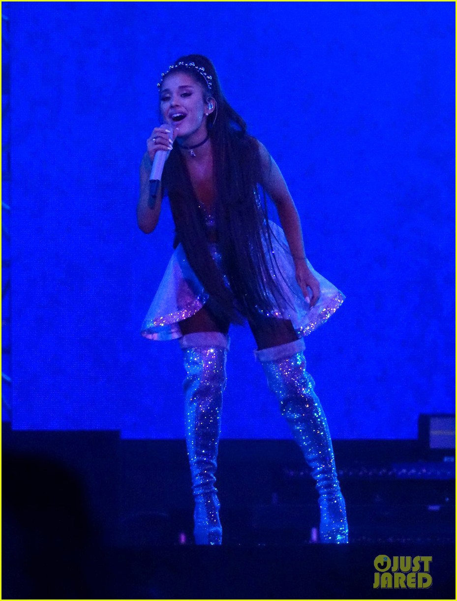 ariana grande closes out the final night of coachellas first weekend 064273180
