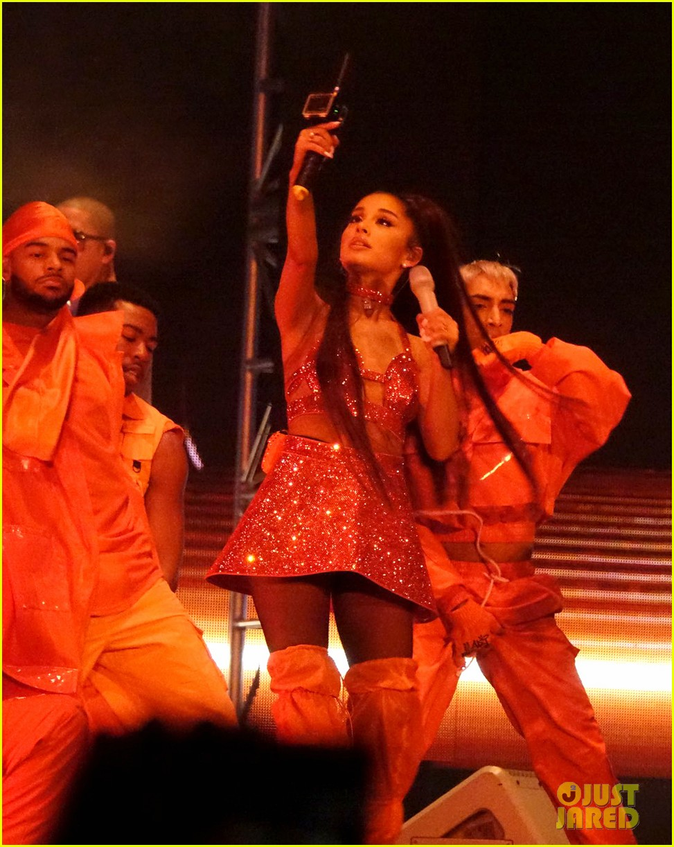 ariana grande closes out the final night of coachellas first weekend 164273190