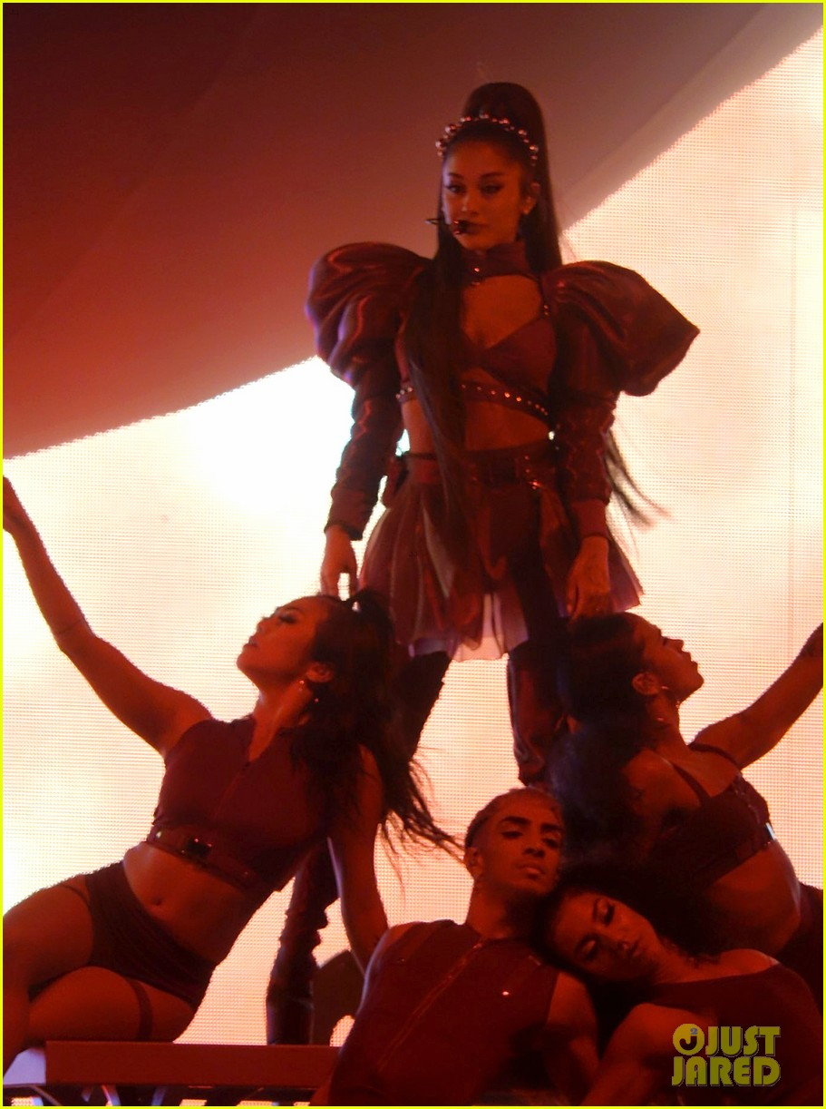 ariana grande closes out the final night of coachellas first weekend 174273191