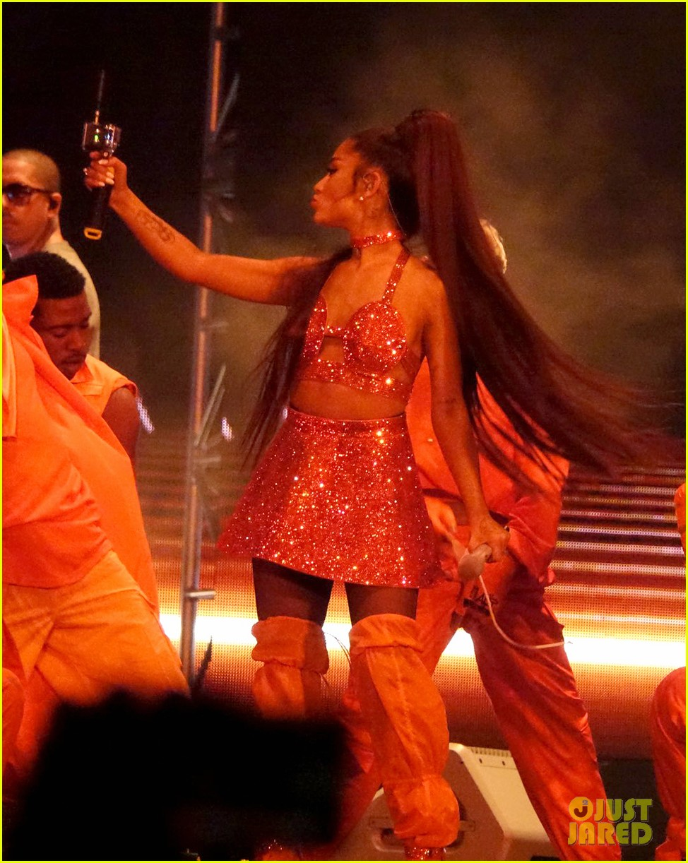 ariana grande closes out the final night of coachellas first weekend 184273192