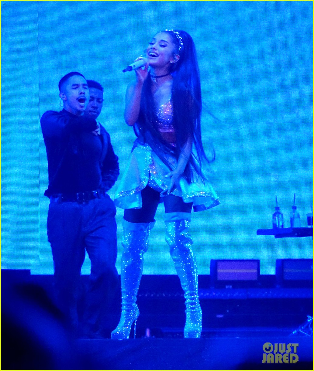 ariana grande closes out the final night of coachellas first weekend 204273194