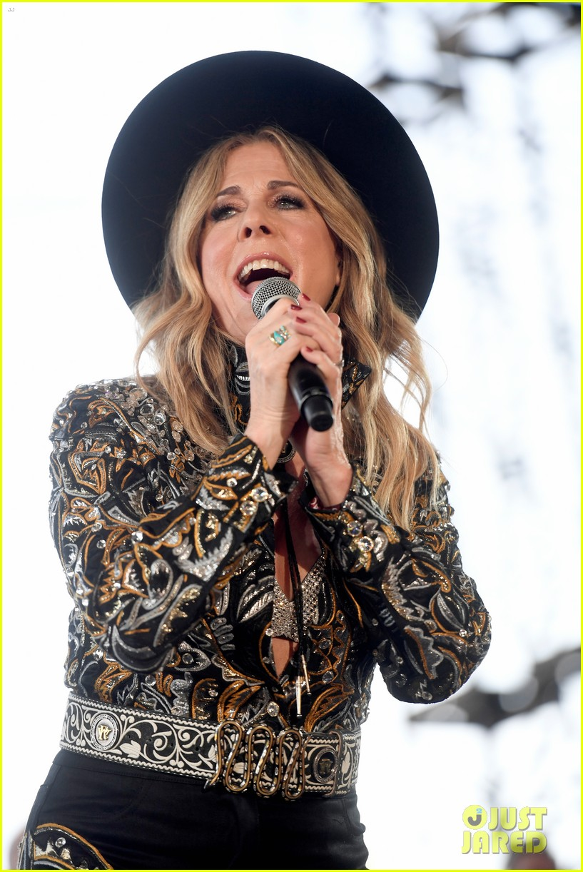 tom hanks supports rita wilson she performs at stagecoach 044278877