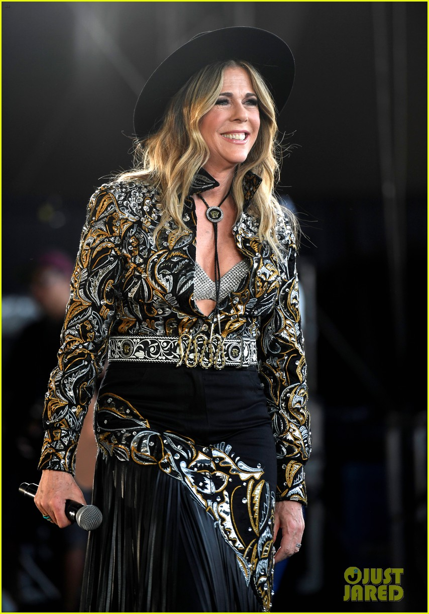 tom hanks supports rita wilson she performs at stagecoach 054278878