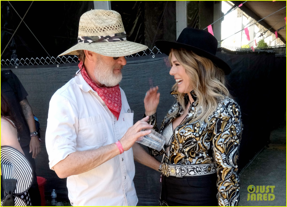 tom hanks supports rita wilson she performs at stagecoach 084278881