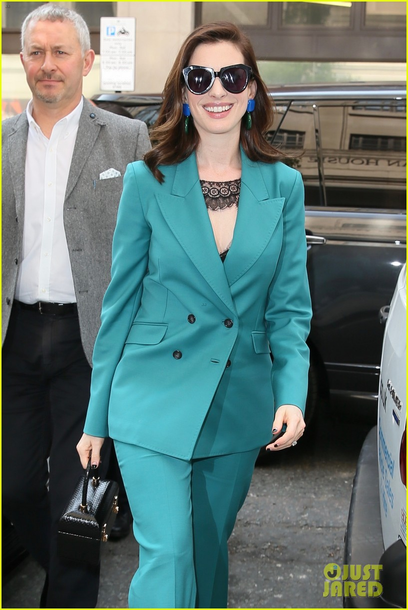 anne hathaway puts fun spin on traditional suit look 124274490