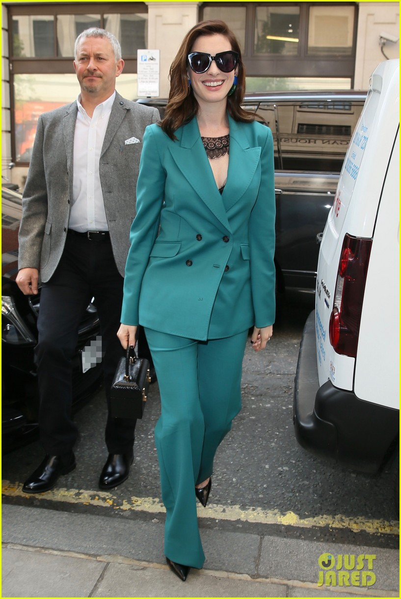anne hathaway puts fun spin on traditional suit look 134274491